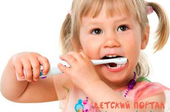 Девочка чистит зубы фото
