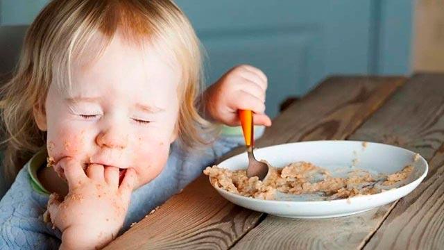 Отказ ребенка есть ложкой самостоятельно Фото