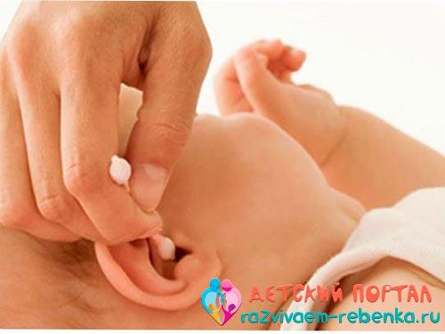 Фото чистки уха ребенка палочкой с ограничителем
